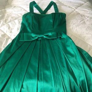 Emerald green knee-length occasion dress